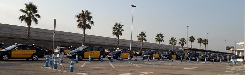 2018-08-25-trc3a1fico-lento-con-taxis-01.jpg